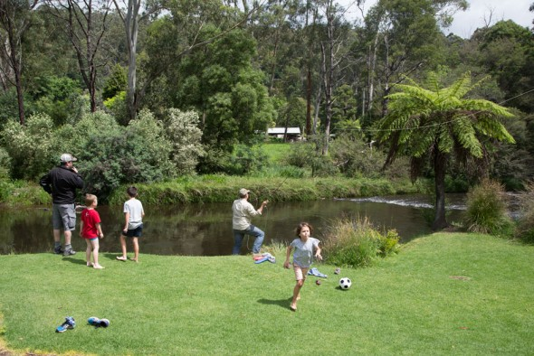Warburton-Holiday-Park-yarra-river-fishing-0E1A8897-1020x680